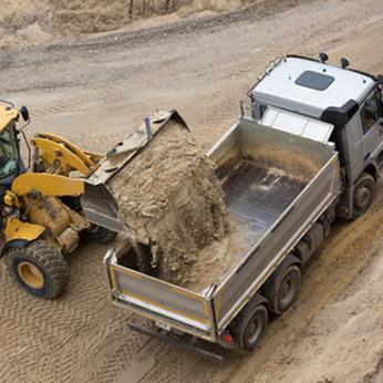 location-camion-benne-avec-chauffeur-lille-valenciennes-lens-douai-arras-dunkerque-calais-nord-pas-de-calais-hauts-de-france
